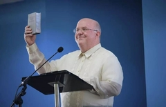 Mark Sanderson, a member of the Governing Body of Jehovah's Witnesses, announced the launch of new Bibles in Cebuano, Tagalog and Waray-Waray.